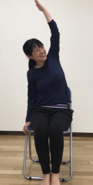 椅子ヨガ小.png